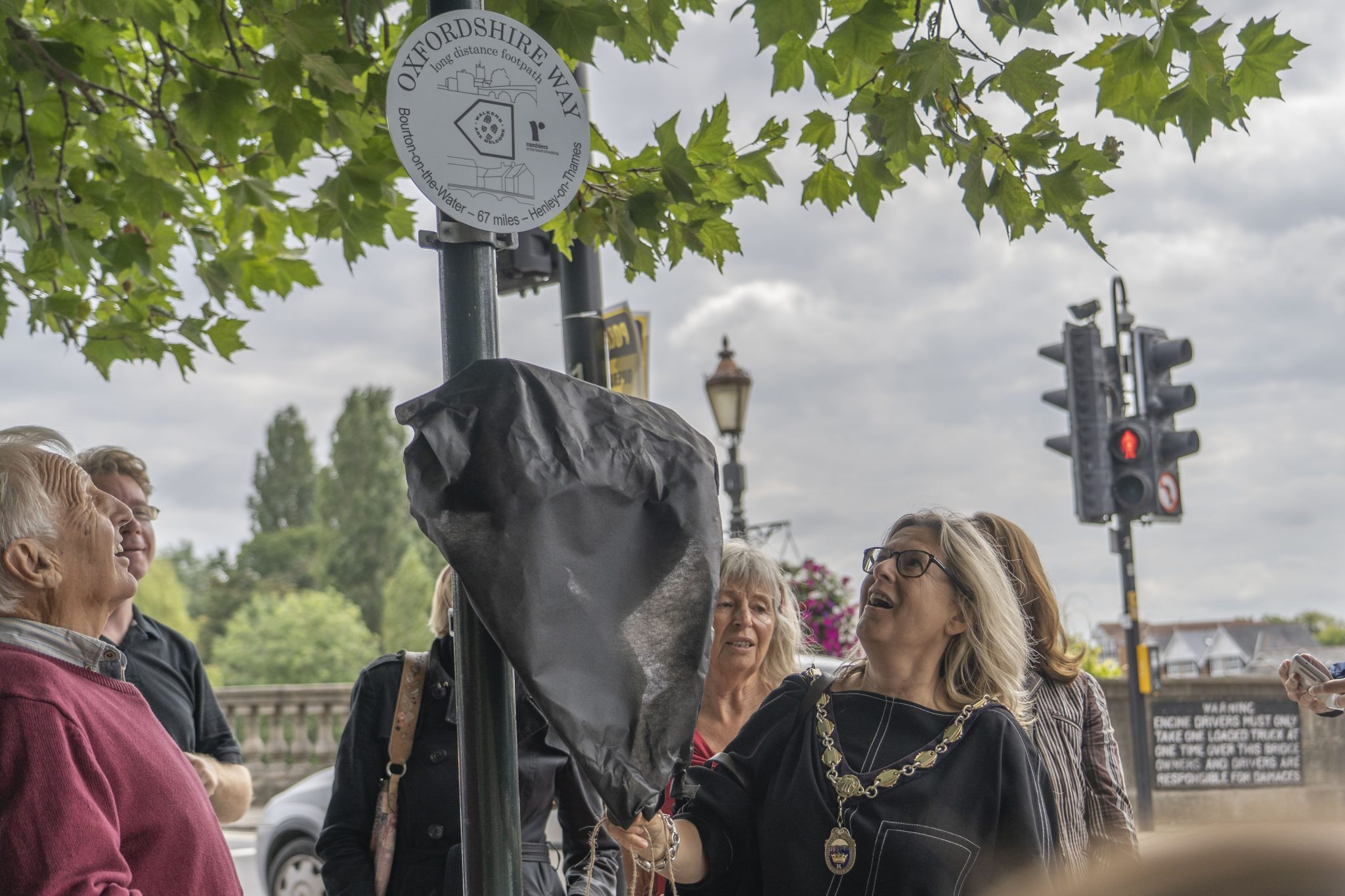 The Mayor Unveils the Oxfordshire Way Marker